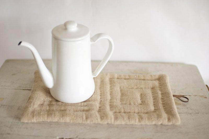 鍋敷き 手織り茶綿のポットマット《ステッチ》