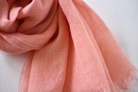 草木染めストール|春夏用リネンガーゼのストール《ピンク》