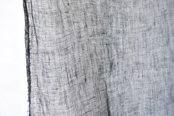 草木染めストール|ボリューミーなリネンガーゼのストール《優しい黒色》